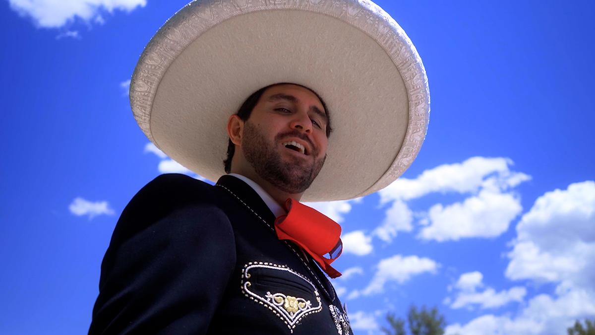 Alumnus Edgar Ricaud releases mariachi video
